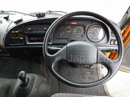Фургон ISUZU FORWARD 2001 года во Владивостоке