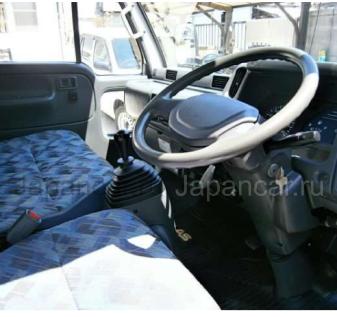 Фургон Nissan ATLAS 2000 года в Японии