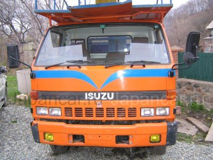Автовышка Isuzu 1989 года во Владивостоке