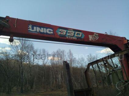 Грузовик с крановой установкой UNIC 330 2000 года во Владивостоке