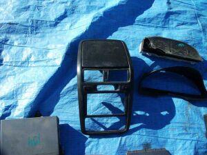 Консоль магнитофона на Toyota Ipsum SXM10 3SFE