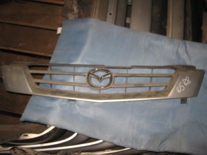 Решетка радиатора на Mazda Demio DW3W B3E