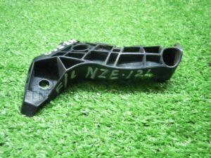 Крепление бампера на Toyota Corolla Fielder NZE121 1NZFE