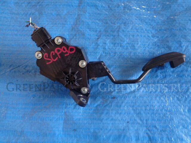 Педаль подачи топлива на Toyota Vitz SCP90 2SZ-FE