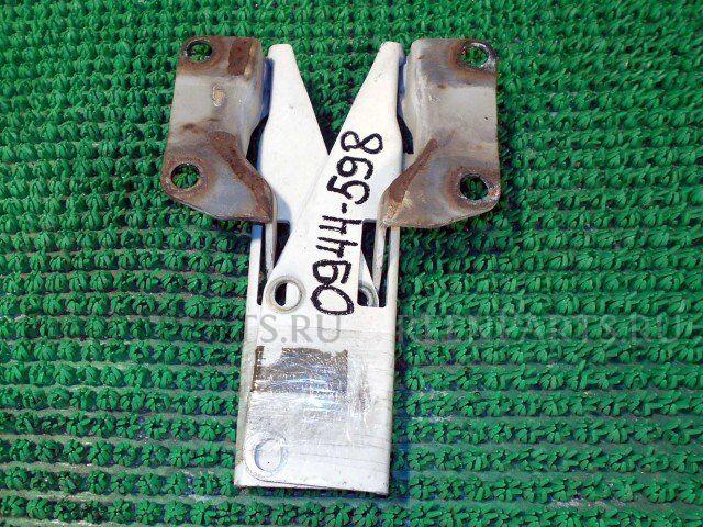 Петля капота на Nissan Presage U30 KA24DE