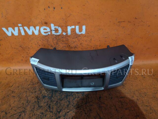 Консоль магнитофона на Toyota Voxy AZR60G