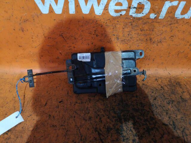 Крепление аккумулятора на Toyota Passo KGC10