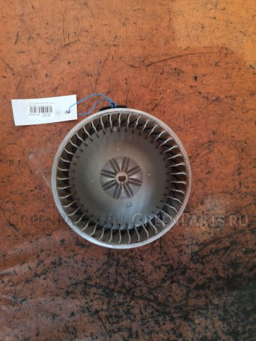 Мотор печки на Toyota Avensis AZT250