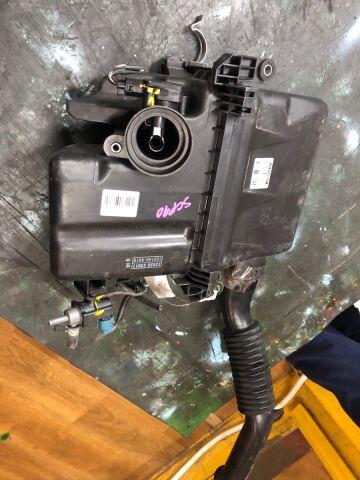 Корпус воздушного фильтра на Toyota Platz SCP11 1SZ-FE