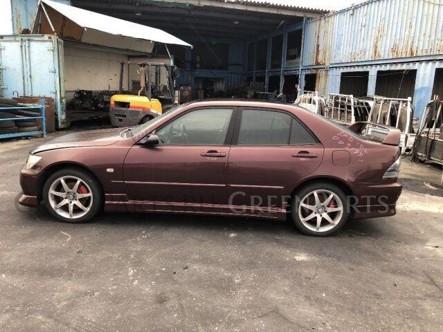 Подкрылок на Toyota Altezza GXE10