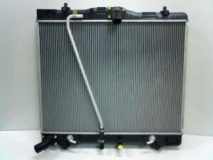Радиатор двигателя на Toyota Hiace TRH219W 2TR-FE