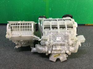 Печка на Toyota Voxy ZRR80W 3ZR-FAE