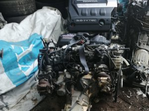 Двигатель на Subaru Legacy BE5 EJ208