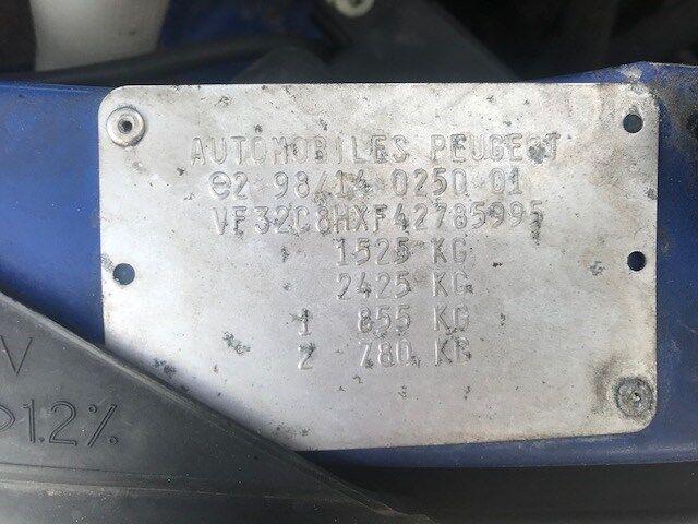 Бампер на Peugeot 206