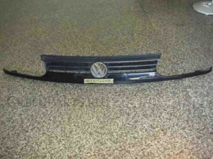 Решетка радиатора на Volkswagen Golf WVWZZZ1HZNW294545 2E