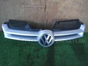 Решетка радиатора на Volkswagen Golf WVWZZZ1KZ5U015733 BLX